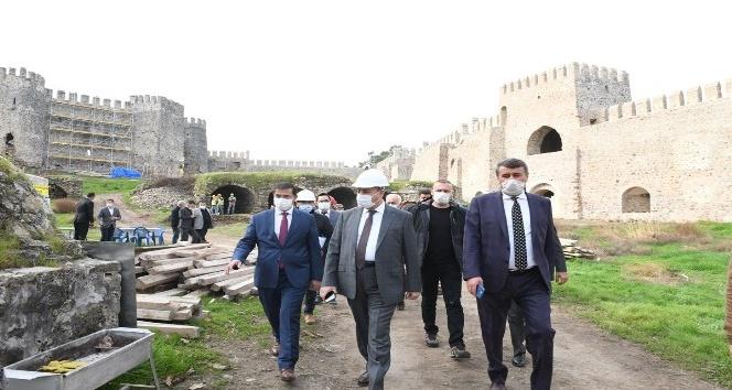 Vali Su, Anamur'da tarihi ören yerlerini gezerek, yetkililerden bilgi aldı