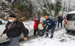 Mahsur kalan vatandaşlar kurtarıldı