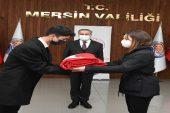 Tüm illeri dolaşacak Türk bayrağı için Mersin'de tören