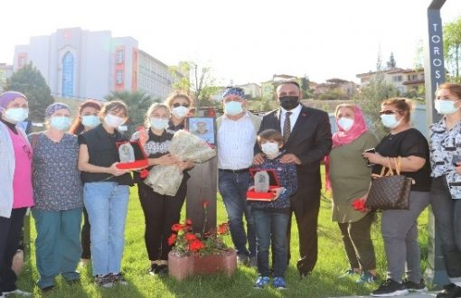 Yaşamını yitiren sağlık kahramanlarının ailelerine plaket