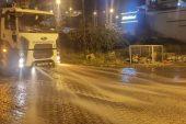 Anamur caddeleri, dezenfektan ve kekik özlü su ile yıkanarak virüslerden temizleniyor