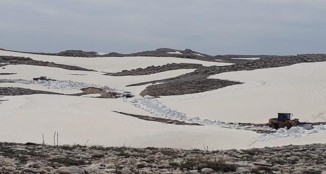 Karla kaplı yollar açıldı