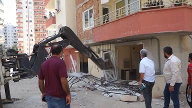 Mezitli Belediyesi Kaçak Yapıları Yıktı