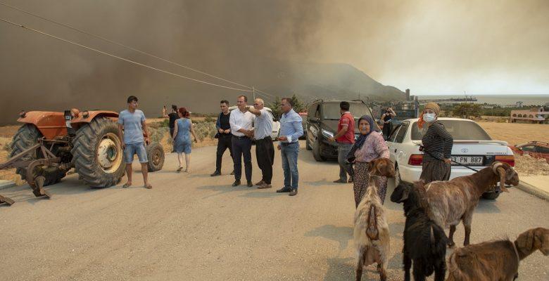 Yangın mağduru vatandaşlara Büyükşehir'den sıcak yemek