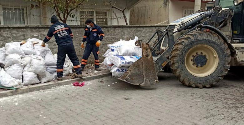 Akdeniz'de günde 400 ton çöp toplanıyor, pazar yerleri yıkanıyor
