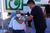 Aşı yaptıran vatandaşlara aşure ikram edildi