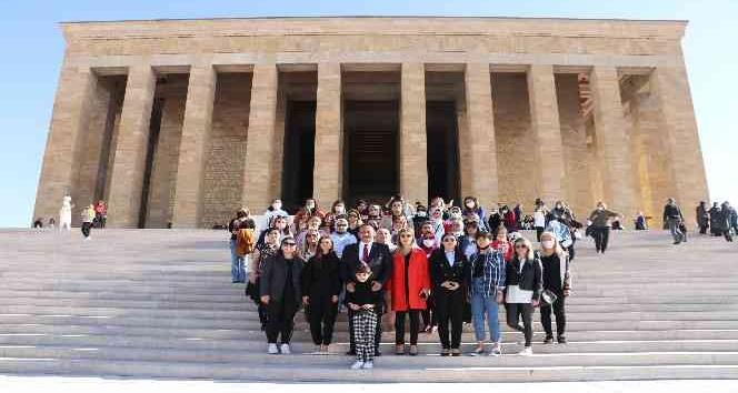 Mersin'den 350 kadın Anıtkabir'e giderek Atatürk'ün huzuruna çıktı